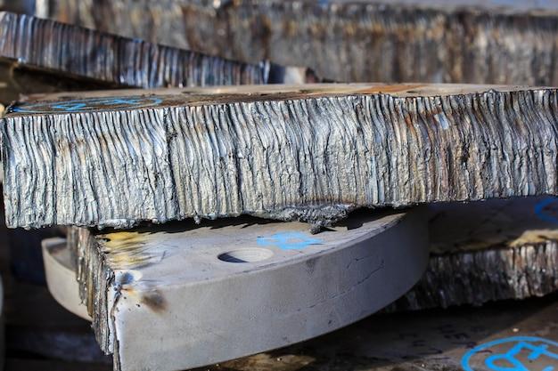 Corte de acero en la industria de la calefacción.