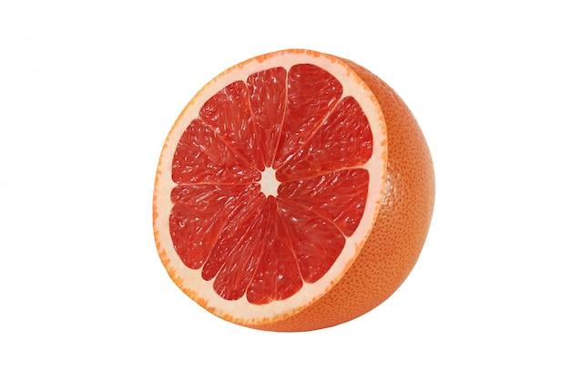 Corte las frutas de toronja aisladas sobre fondo blanco con trazado de recorte
