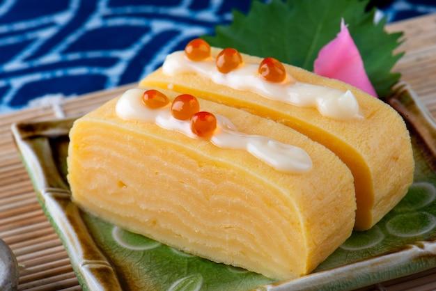 Corte de huevos dulces japoneses.