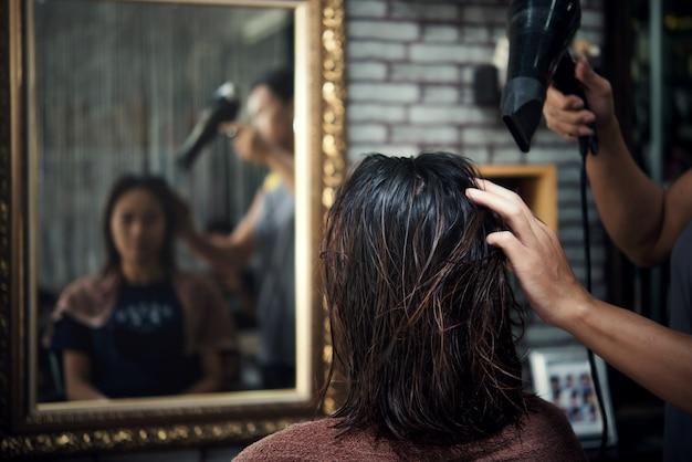 Corte de pelo de las mujeres hermosas