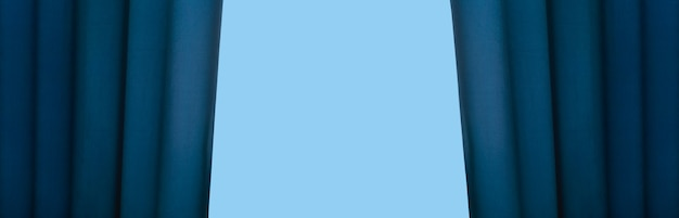 Cortina azul abierta, maqueta panorámica con lugar para texto