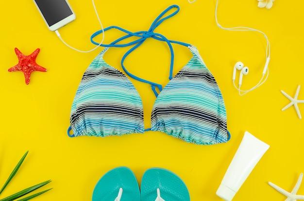 Cosas de playa de verano de señora. concepto de verano.