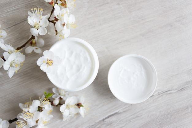 Cosmética natural para el cuidado de la piel del rostro, flor de cerezo