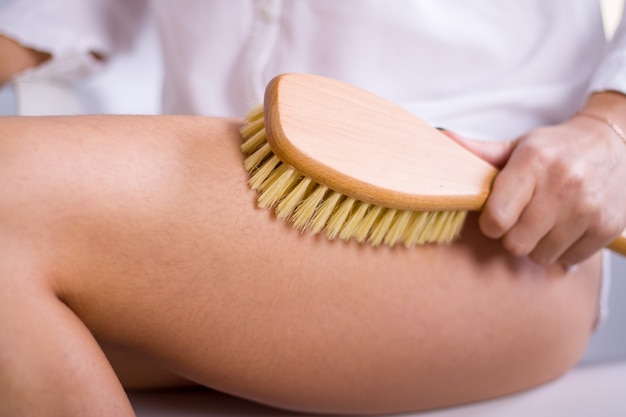 Cosmetología, aseo, productos cosméticos de spa, belleza y concepto de bikini.