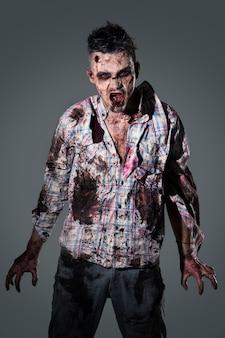 Cosplay de disfraz de zombie aterrador
