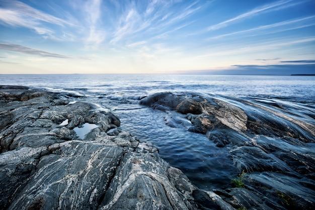 Costa de piedra de la isla norte