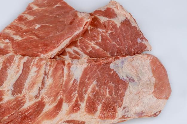 Costillas de cerdo crudas de repuesto en blanco