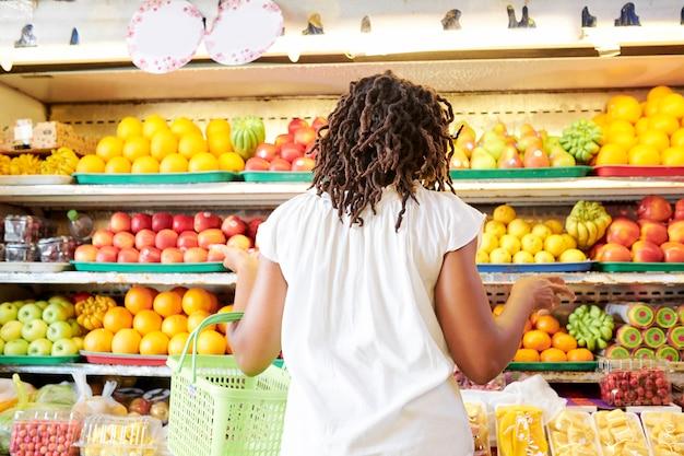 Costomer confundido en el supermercado