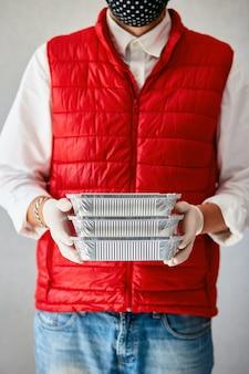 Courier hold go box food, servicio de entrega, comida para llevar restaurantes entrega de comida a domicilio. quédese en su casa vidas seguras del brote de coronavirus covid-19. servicio de entrega en cuarentena.
