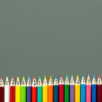 Crayones de espacio de copia alineados