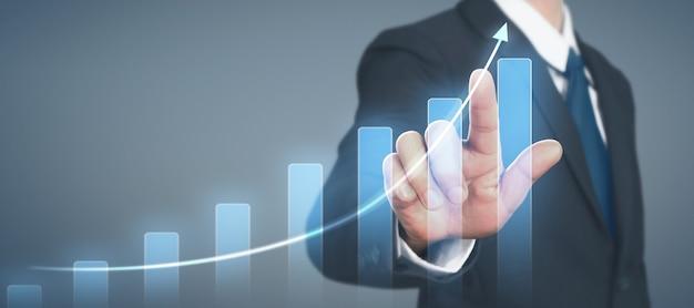Crecimiento del gráfico del plan de empresario y aumento de los indicadores positivos del gráfico en su negocio