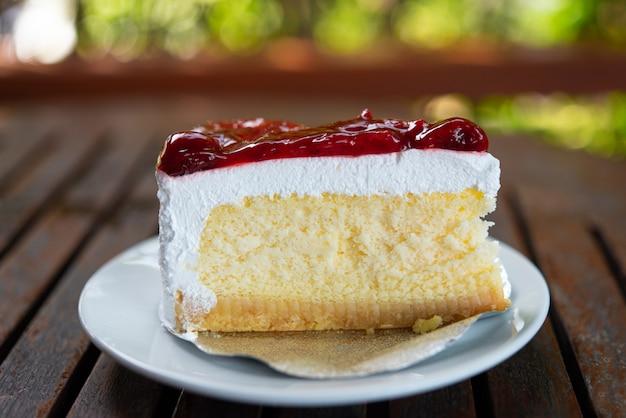 La crema de pastel es un postre dulce para la fiesta de celebración