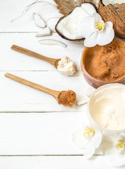 Cremas, flores y coco