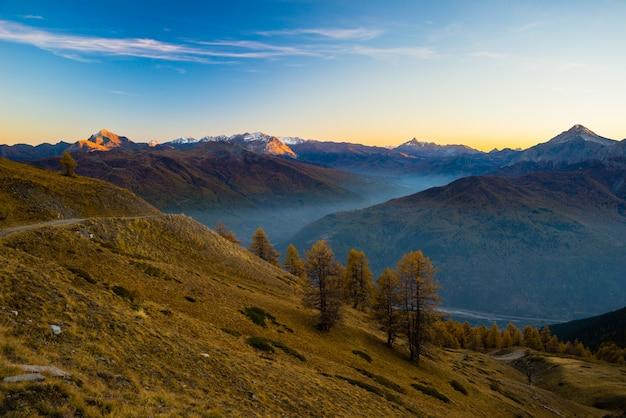 Crepúsculo en lo alto de los alpes