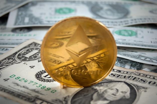 Criptomoneda bitcoin en muchos dólares