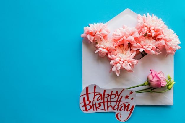 Crisantemo en azul. tarjeta de feliz cumpleaños