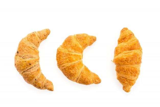 Croissant aislado en el fondo blanco