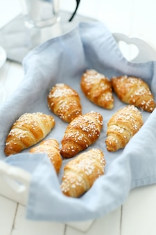 Croissants en una bandeja
