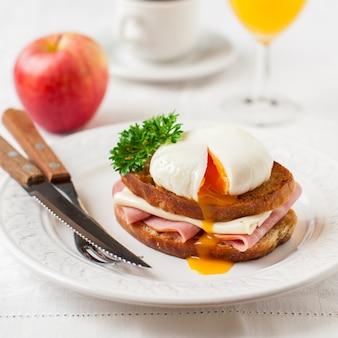 Croque madame, tostada francesa con huevo
