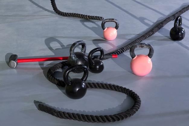 Crossfit kettlebells cuerdas y martillo