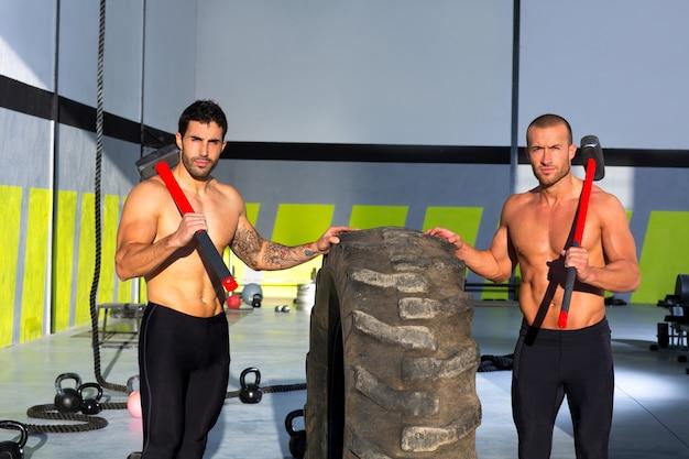 Crossfit trineo martillo hombres entrenamiento