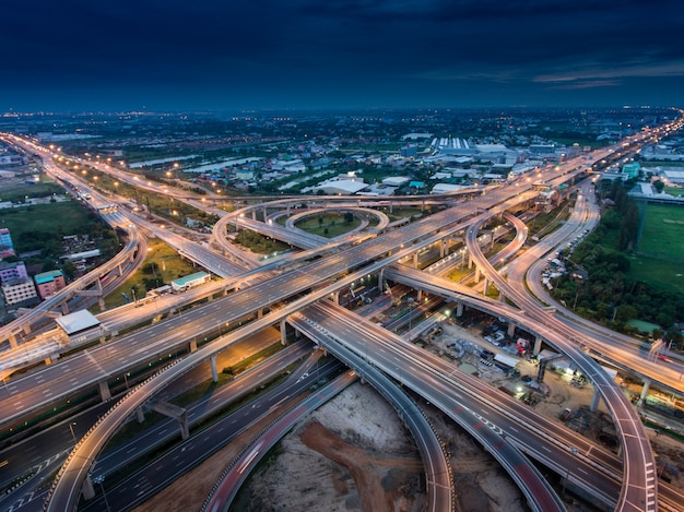 Cruce de autopista desde vista aérea