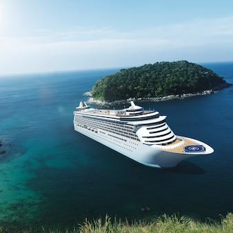 Crucero en el océano con cielo azul