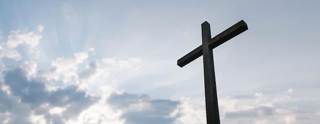 Cruz de madera sobre fondo de amanecer