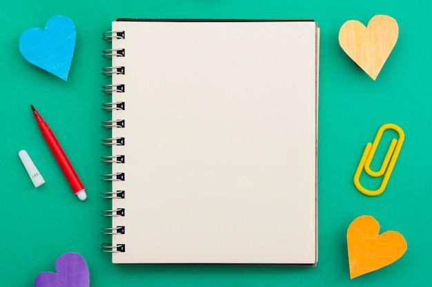 Cuaderno abierto concepto de orgullo gay