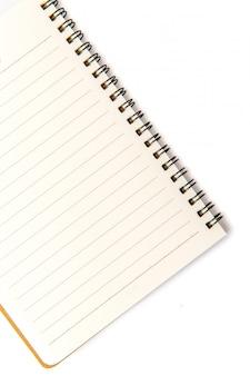 Cuaderno en blanco sobre blanco aislado