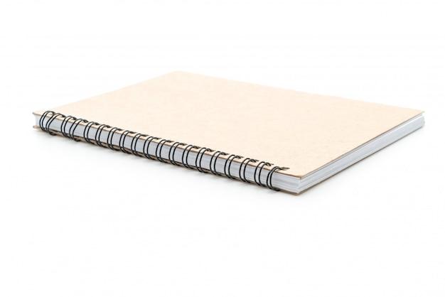Cuaderno en blanco sobre fondo blanco