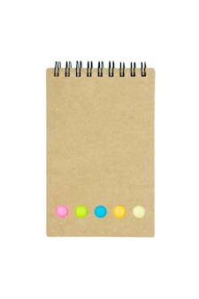 Cuaderno, carpeta de anillo, papel de nota comprobado aislado en el fondo blanco.