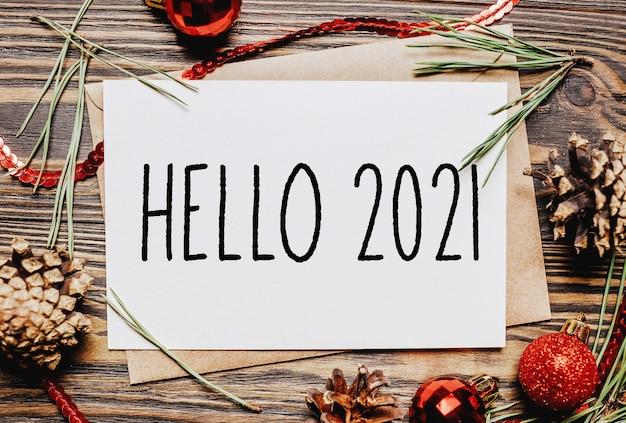 Cuaderno de concepto de feliz navidad y feliz año nuevo con texto hola 2021