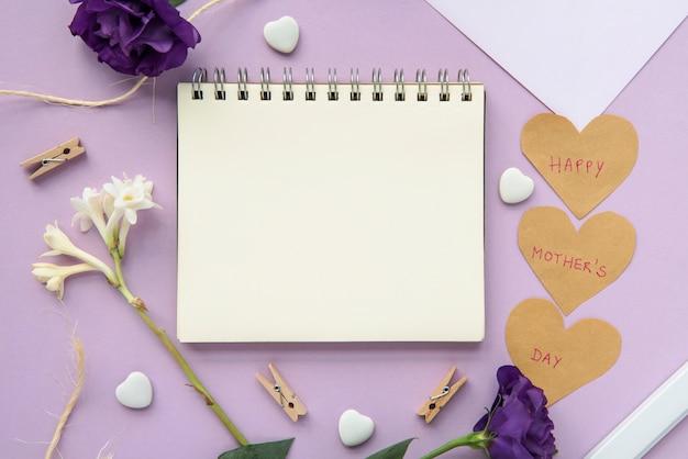 Cuaderno de cuadros para el día de la madre feliz.