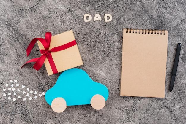 Cuaderno de cuadros para el día del padre.