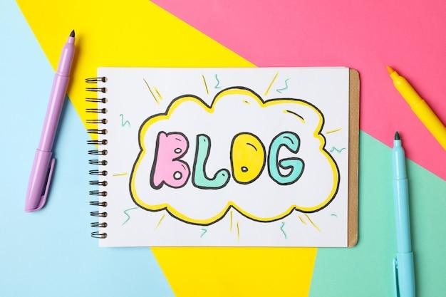 Cuaderno con dibujo blog en multicolor