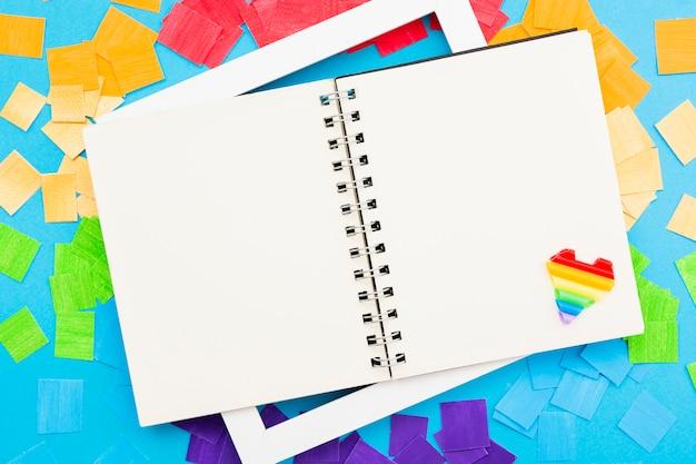 Cuaderno de espacio de copia abierta del día feliz del orgullo mundial