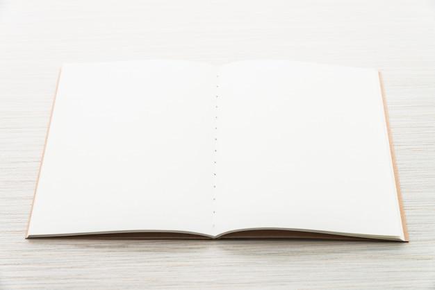 Cuaderno de mock up en blanco