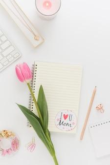 Cuaderno con pegatina del día de la madre