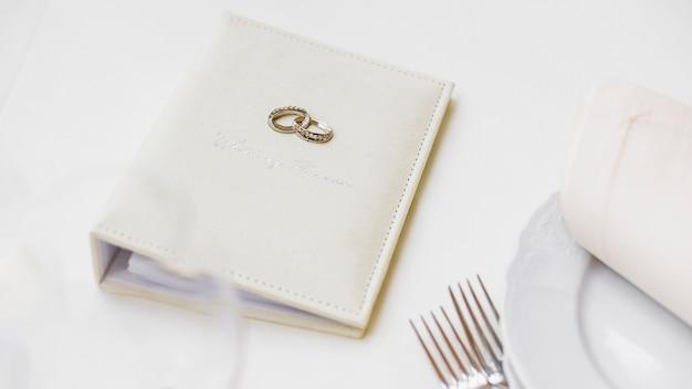 Cuaderno para la planificación de la boda.