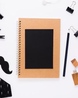 Cuaderno con tarjeta de felicitación