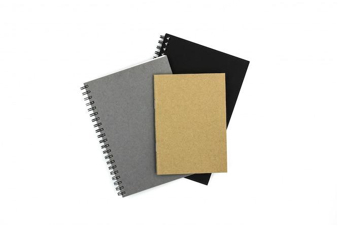 Cuadernos aislados sobre fondo blanco.