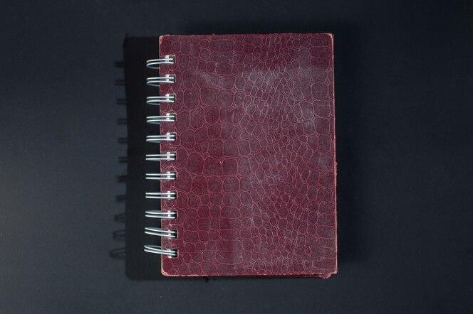 Cuadernos hechos de pieles de animales.