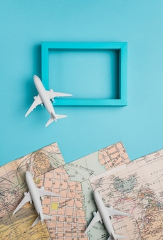 Cuadro de cuadros y modelos de aviones.