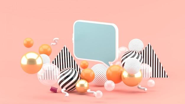Un cuadro de texto entre bolas de colores en un espacio rosa