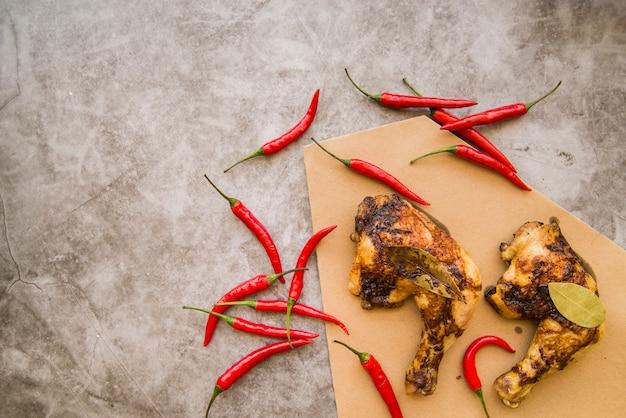 Cuartos de pierna de pollo al horno con chile
