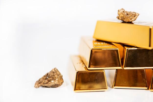 Cuarzo natural, oro, titanio, ágata, cristal, racimo desnudo. especímenes minerales de piedra cruda