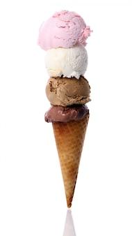 Cuatro bolas de helado