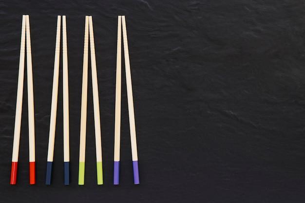 Cuatro pares de palillos