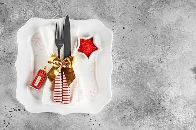 Cubierto de mesa festiva para navidad